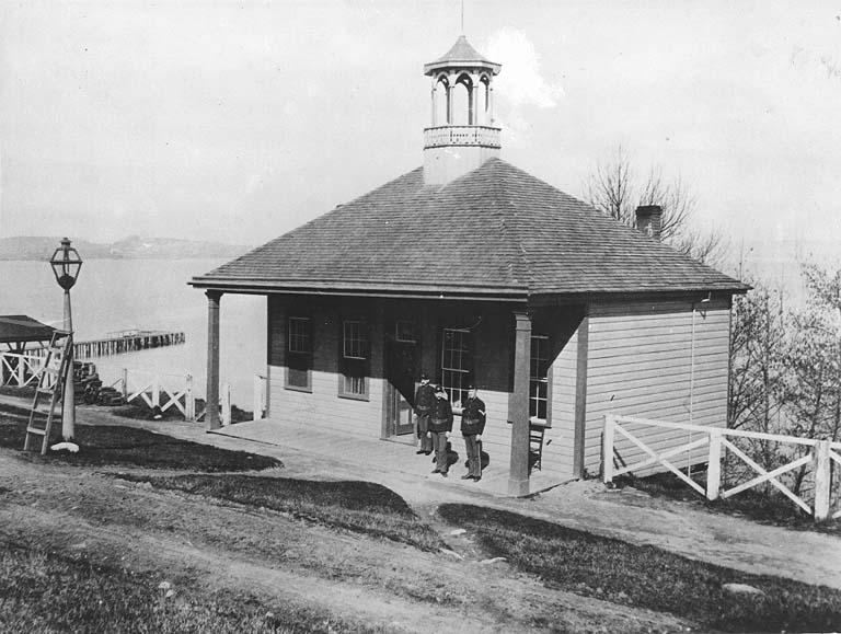 File:FortTownsend GuardHouse 1885 UW.jpg