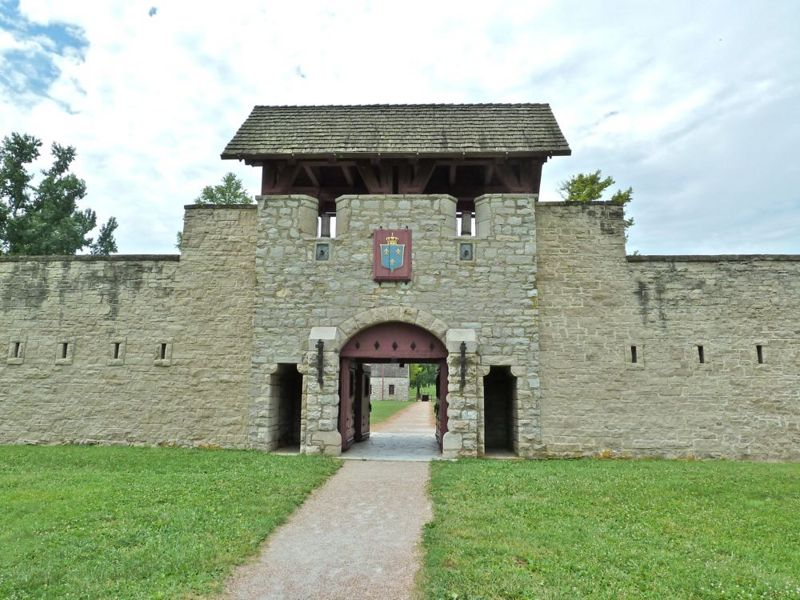 File:Fort De Chartres Land Gate - 4.jpg