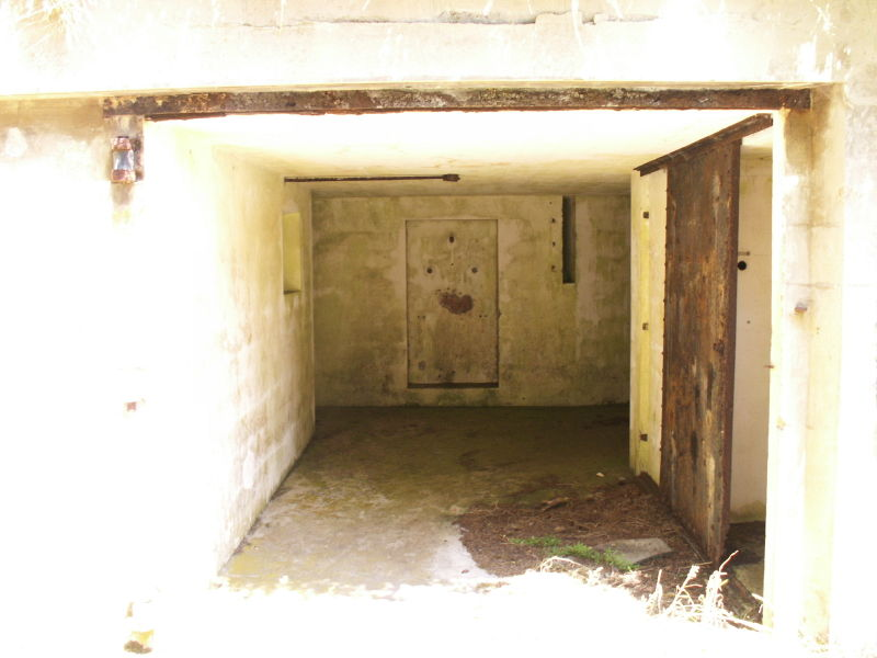 File:Battery O'Flying Front Passage Way Entrance - Gun Emplacement 1 - Outside.JPG