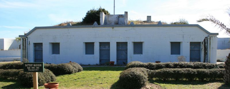 File:Fort Caswell Battery Madison Center.jpg