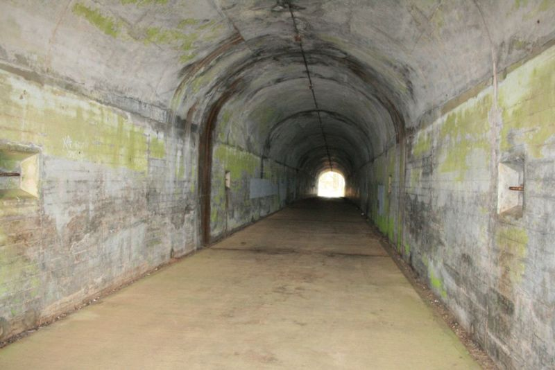 File:Fort Barry Battery 129 Emp1 - 02.jpg