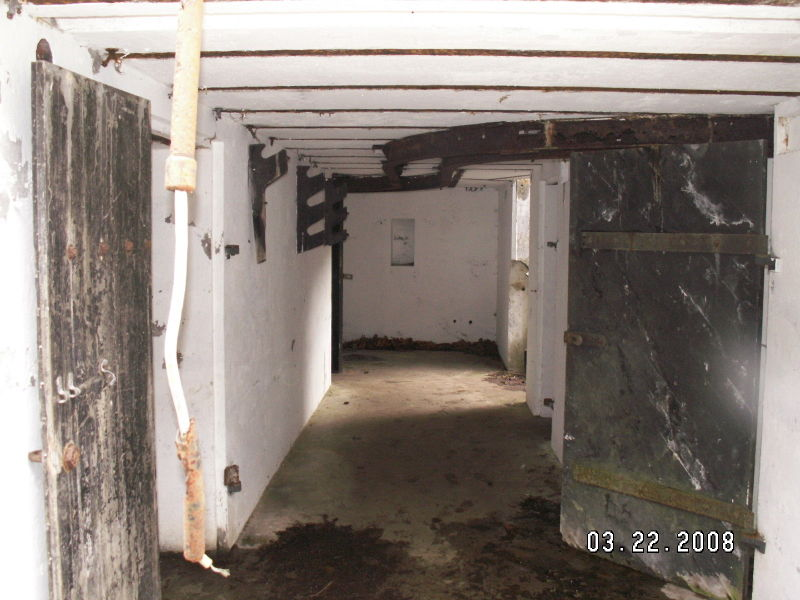 File:Battery Murphy - First Gun Emplacement Walkway.JPG