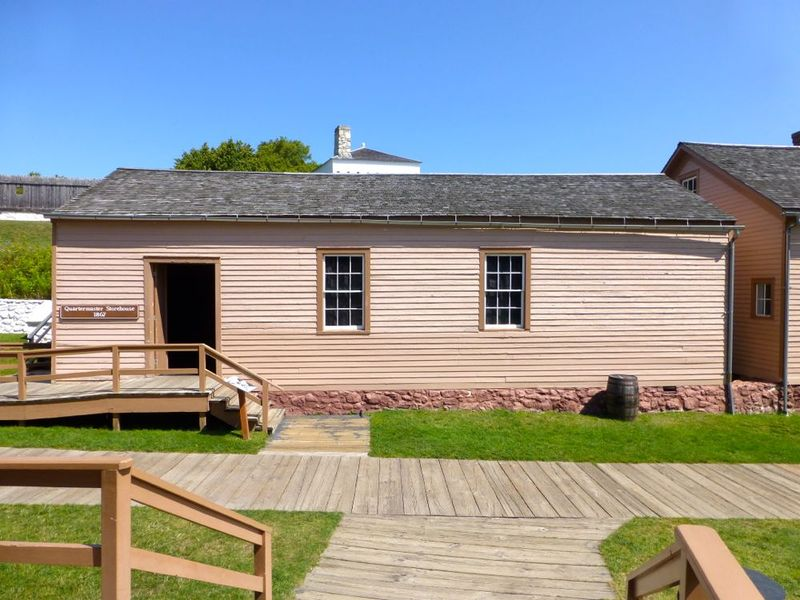 File:Fort Mackinac QM Storehouse.jpg
