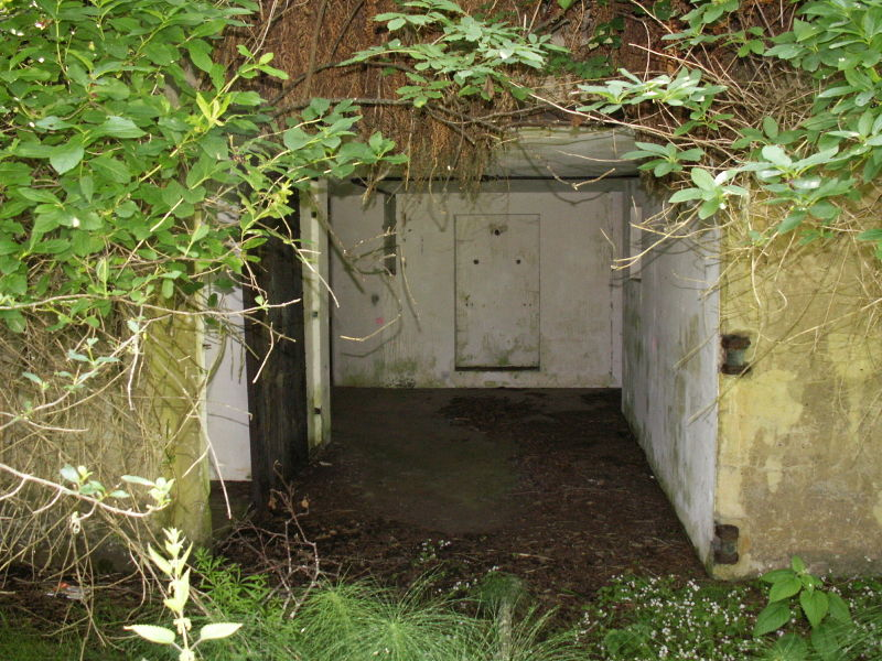 File:Battery O'Flying Front Passage Way Entrance - Gun Emplacement 2 - Outside.JPG