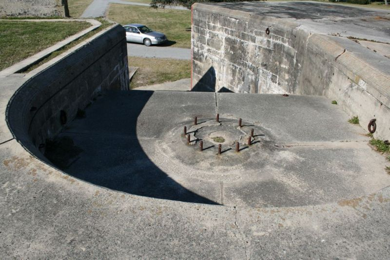 File:Fort Caswell Battery McDonough Top Emp2.jpg