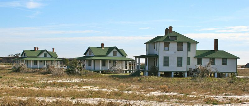 File:Fort Pickens Post Buildings - 05.jpg