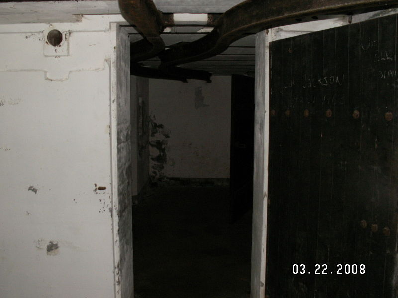 File:Battery Murphy - Shell Room - Second Gun Emplacement Entrance.JPG