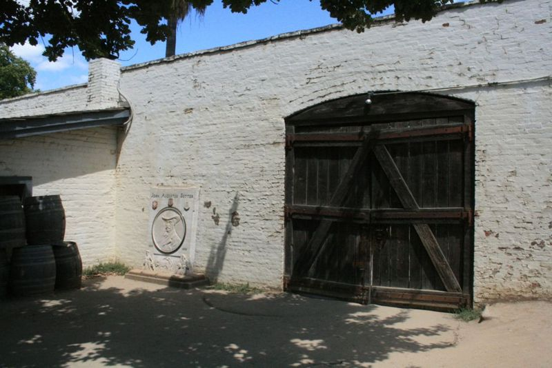 File:Sutter's Fort Side Gate.jpg