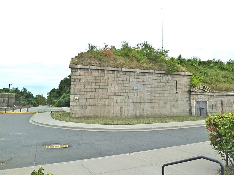 File:Fort Wadsworth SE Bastion.jpg