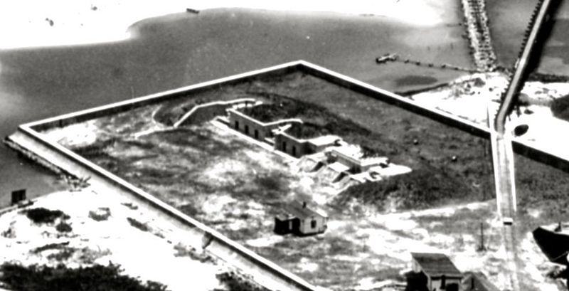 File:Fort McRee Battery Center.jpg