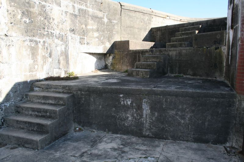 File:Fort Caswell Battery McDonough Emp2.jpg