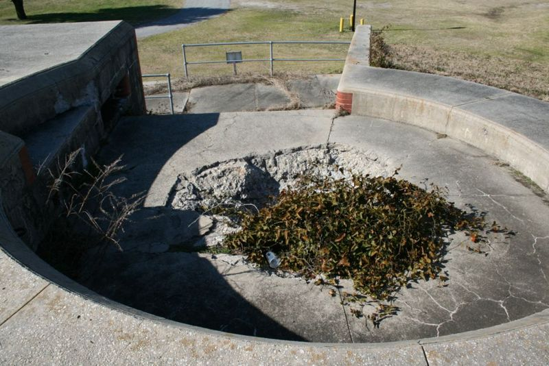 File:Fort Caswell Battery McKavett Emp2.jpg