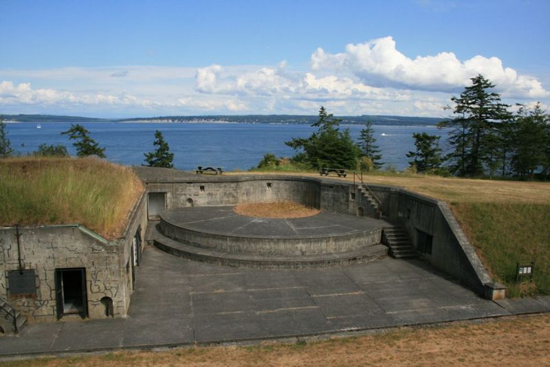 File:Fort Flagler Battery Grattan Emp1.jpg