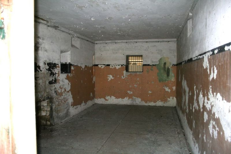 File:Fort Worden Battery Tolles B Store Room.jpg