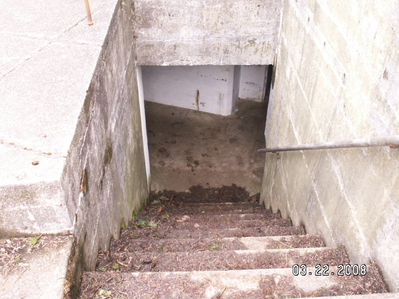 File:Battery Murphy - First Gun Mount Stairs.JPG
