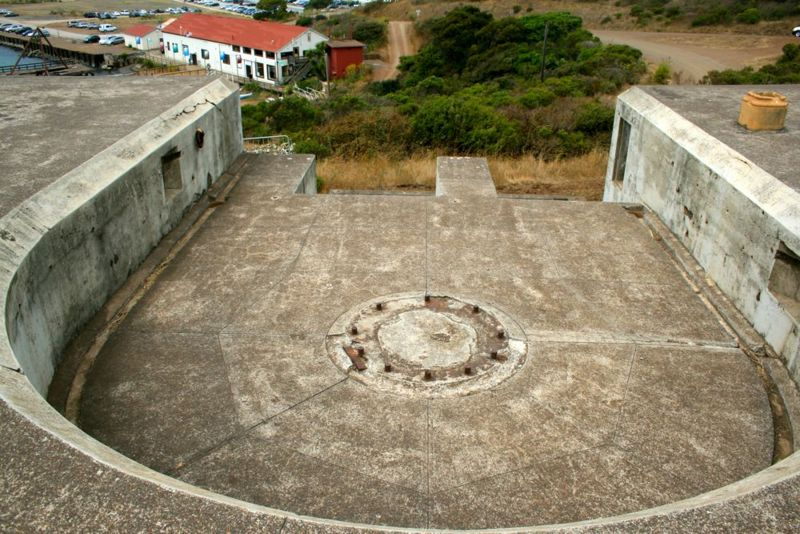 File:Fort Baker Battery Yates Emp2.jpg