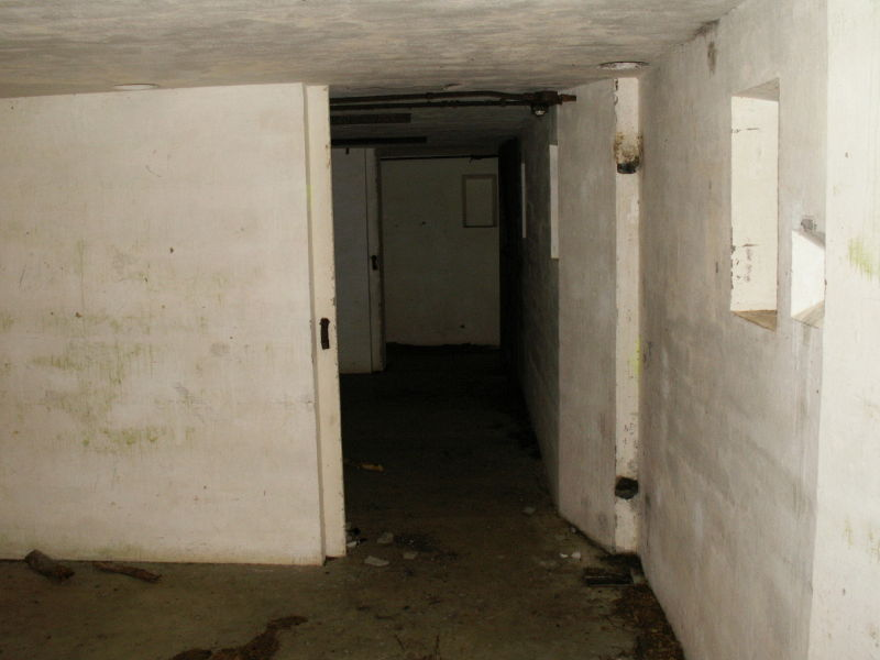 File:'Flying Front Passage Way - Gun Emplacement 1 - Powder and Back Passage Way Entrances.JPG