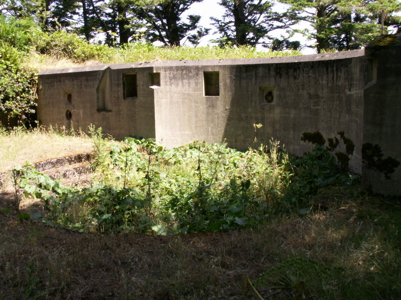 File:Battery O'Flying Gun Emplacement One - Counterweight Well.JPG