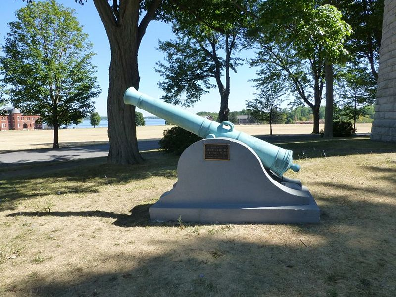 File:Madison Barracks Cannon - 1.jpg