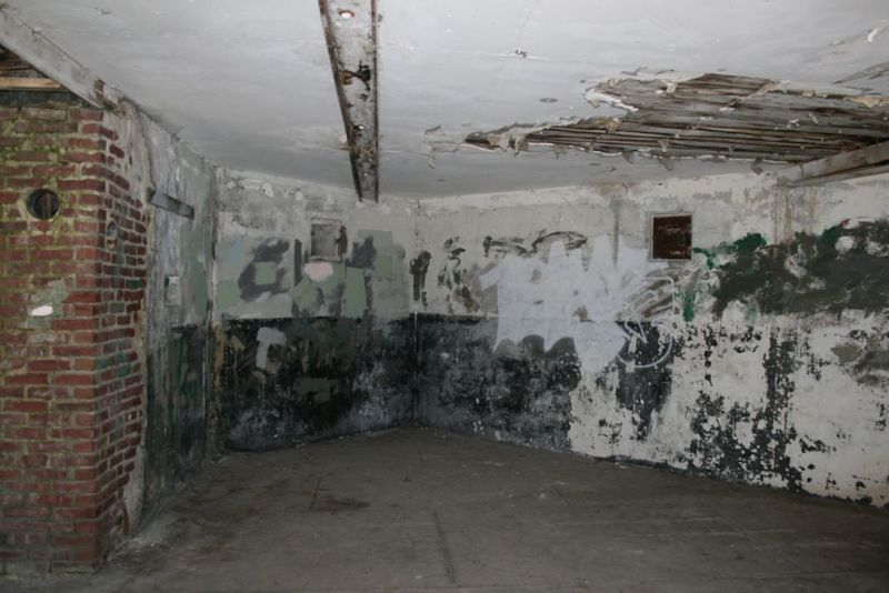 File:Fort Worden Battery Kinzie COs Room.jpg