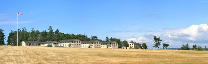 File:Fort Flagler North Side Parade Ground.jpg