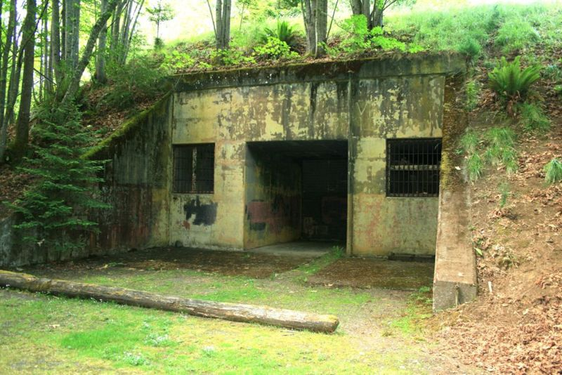 File:Camp Hayden Battery 131 Center Entrance - 1.jpg