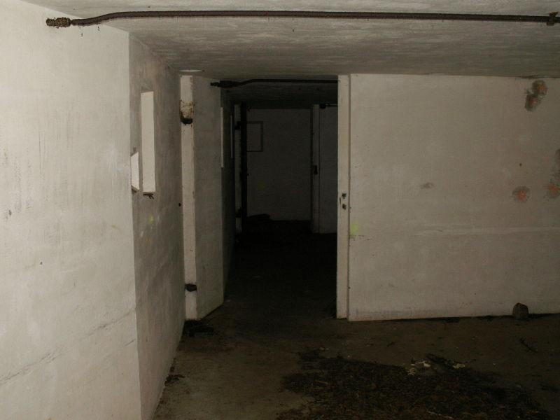 File:Battery O'Flying Front Passage Way - Gun Emplacement 2 - Entrances.JPG