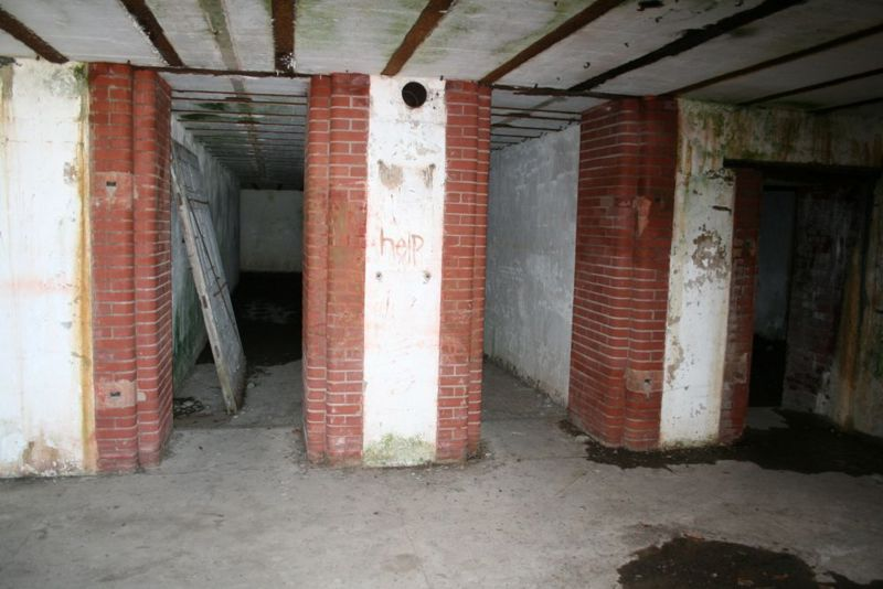 File:Fort Caswell Battery Bagely Shell Rm - 4.jpg