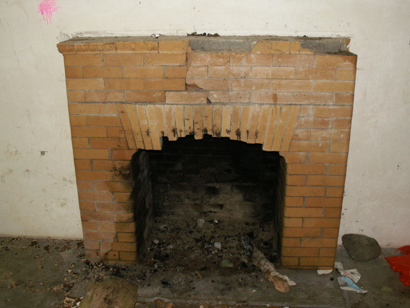File:Battery O'Flying Guard Room - Fireplace.JPG